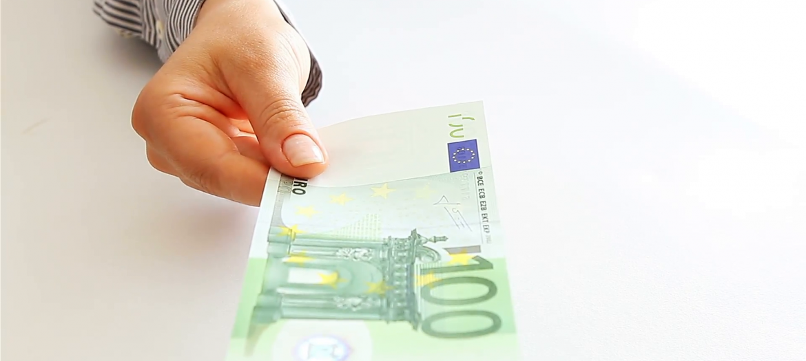 hand-with-euro-3